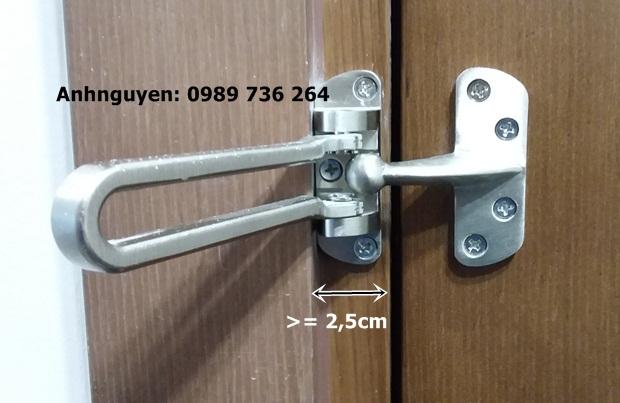 chốt cửa an toàn chung cư